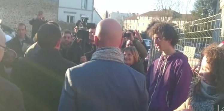 VIDEO : Manuel Valls se prend une gifle