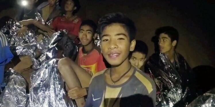 Tous les enfants et leur coach évacués de la grotte en Thaïlande