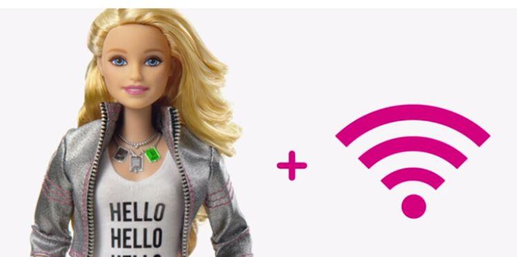 """""""Hello Barbie"""", la nouvelle poupée qui vous espionne en wifi"""