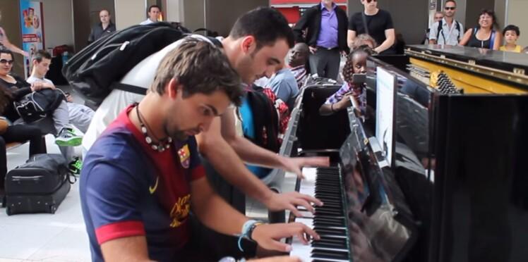 Vidéo : ils ne se connaissent pas mais improvisent sur un même piano dans une gare parisienne
