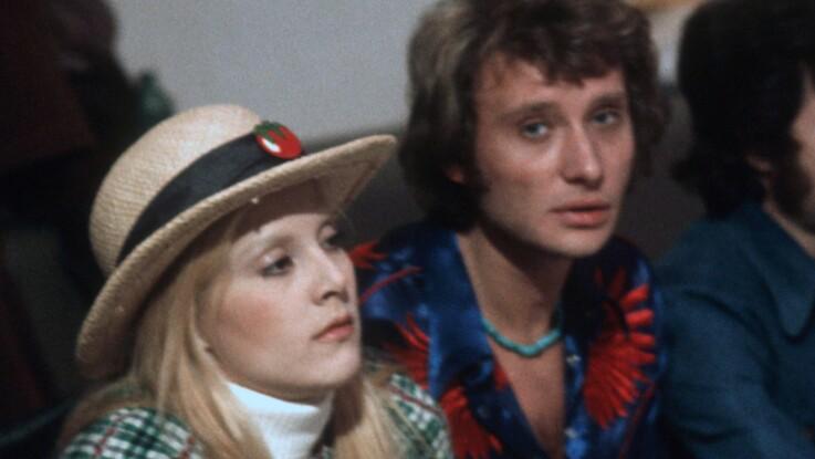 """Le jour où Françoise Hardy a surpris Johnny Hallyday, alors marié à Sylvie Vartan, entouré de """"très jolies filles"""" chez lui"""