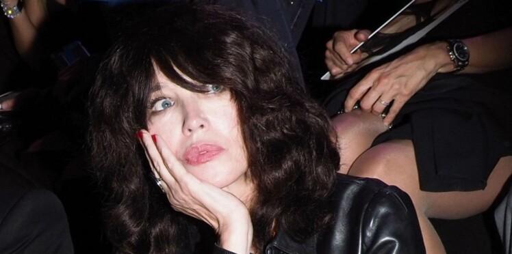 Photos - Isabelle Adjani métamorphosée : elle apparaît très amincie au défilé Etam