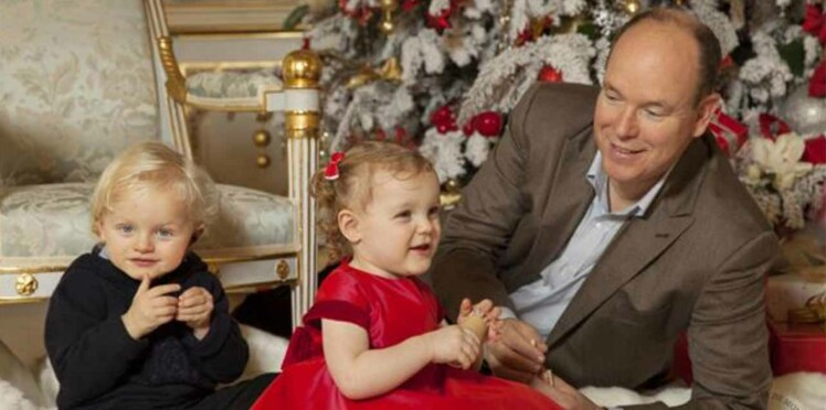 Photos : les jumeaux de Monaco et leurs parents stars d'une séance spéciale Noël