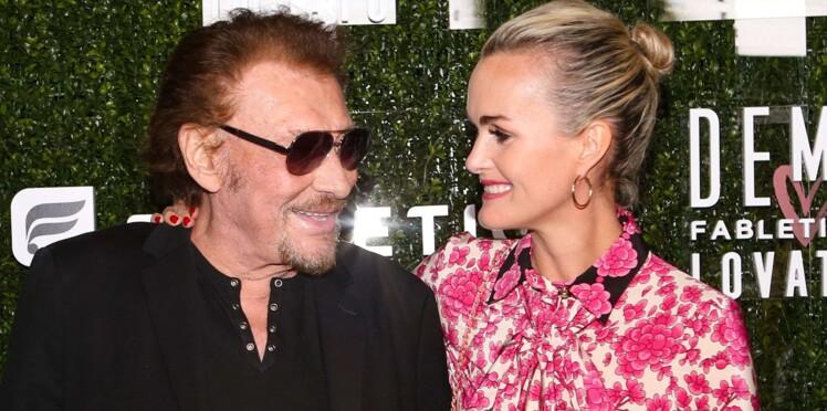 VIDEO – Tout sourire, Johnny Hallyday danse collé-serré avec Laeticia