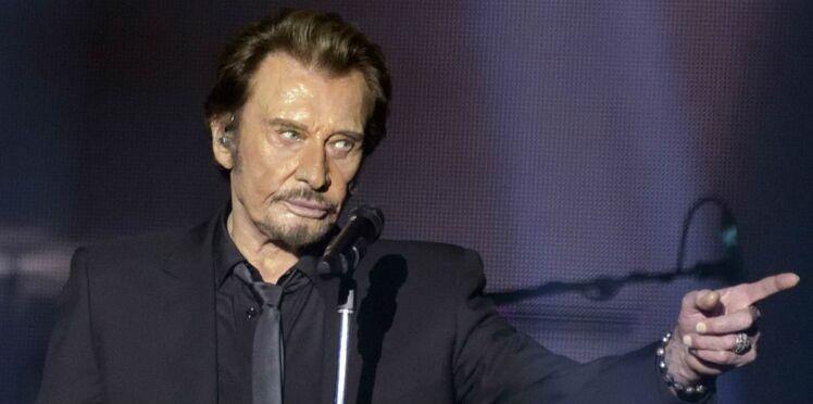 Johnny Hallyday : les fans s'arrachent les albums et les objets dédiés au rockeur