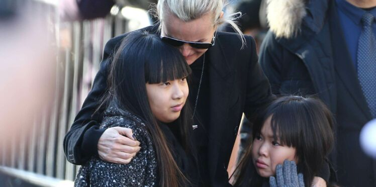 Johnny Hallyday : Laeticia, Jade et Joy ne quittent plus sa tombe