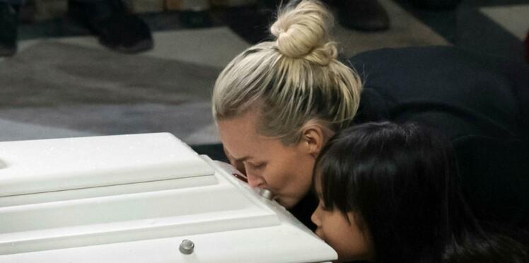 Mort de Johnny Hallyday : comment Laeticia s'est assurée que la tombe reste fleurie après son départ de Saint-Barth