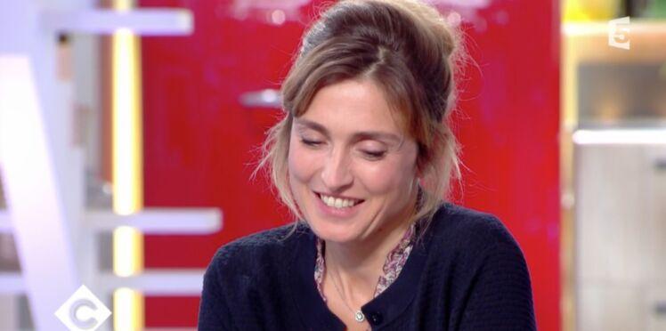 """Julie Gayet, émue, raconte le jour où François Hollande l'a """"beaucoup fait pleurer"""""""