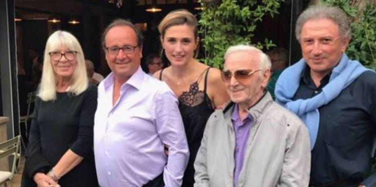Photo - Julie Gayet, top en dentelle, se détend avec François Hollande à Eygalières