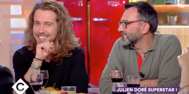 Quand Julien Doré découvre une de ses serviettes sales sur Le bon coin...