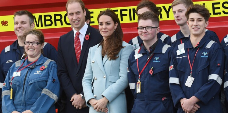 Kate Middleton affiche fièrement son (petit) ventre arrondi