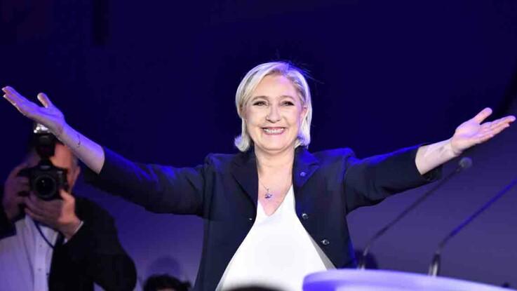 Video - Marine Le Pen : sa mère et sa sœur enflamment la piste de danse pour fêter sa victoire
