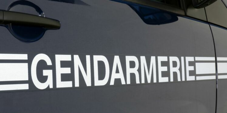 La gendarmerie intercepte un véhicule puis l'escorte jusqu'à la maternité