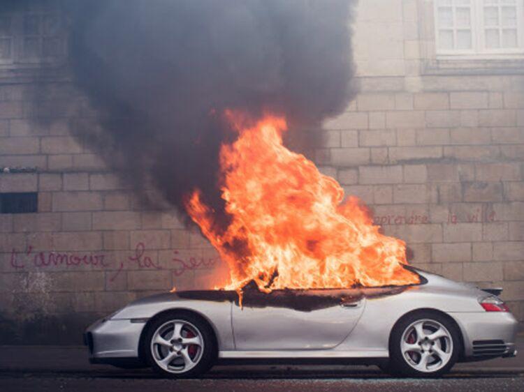 Pensaient Porsche Incendiée Une NantesIls À Brûler Voiture De QoeBCWdrEx