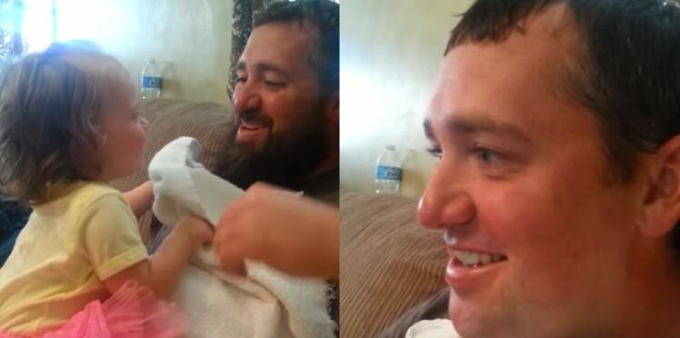 Vidéo : l'étonnante réaction d'une fillette qui découvre son père sans barbe