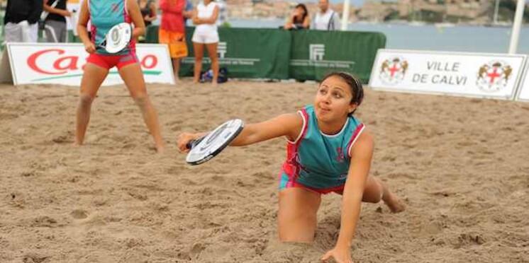 Les Réunionnaises Hoarau, championnes de France de beach tennis à Calvi