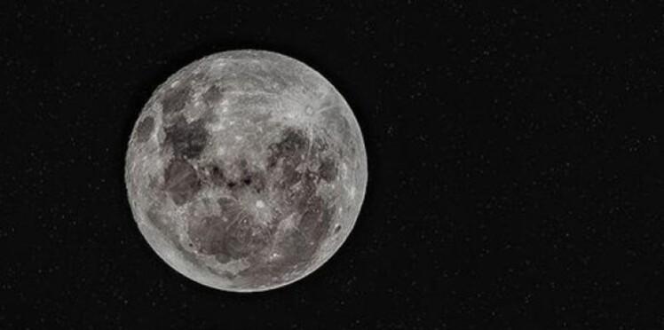 """La """"super lune"""" du 21e siècle,  prévue le 14 novembre prochain"""