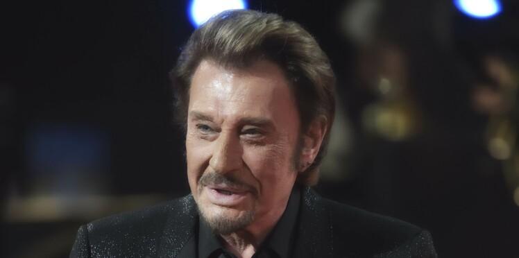 Photos - La tombe de Johnny Hallyday déjà très fleurie par ses proches et ses fans
