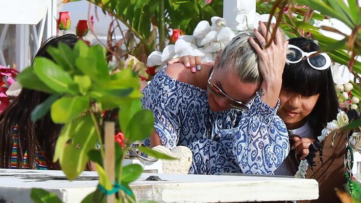 """Laeticia Hallyday photographiée en pleurs sur la tombe de Johnny : Fabien Lecoeuvre parle d'une """"organisation bien chronométrée"""""""
