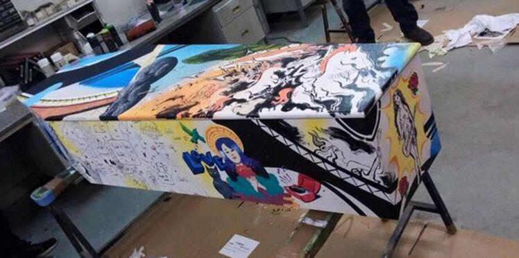 Photos : le cercueil d'Aurélie, tuée au Bataclan, décoré par des artistes