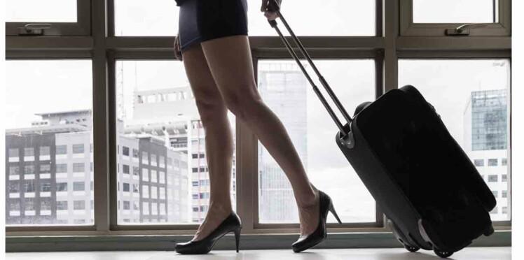 Les aventures sexuelles d'une hôtesse de l'air en plein vol