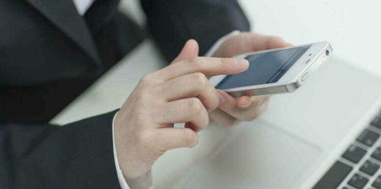 Les femmes sont accros à leur smartphone