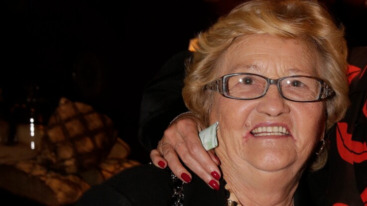 Mamie Rock, la grand-mère de Laeticia, vit terrée à Marseillan