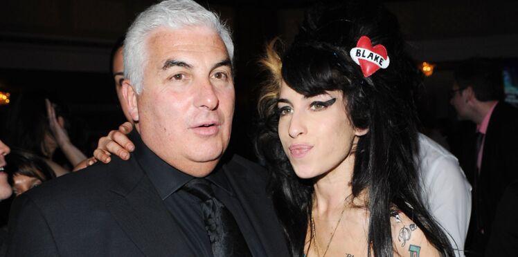 """Amy Winehouse : son père """"certain"""" de recevoir la visite du fantôme de sa fille"""