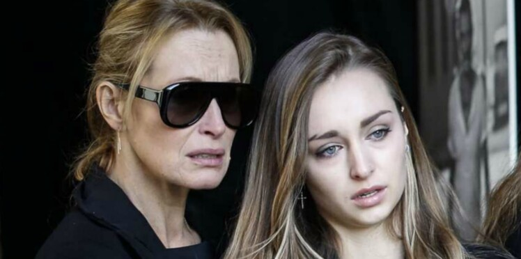 Le message touchant d'Emma Smet un mois après la disparition de son grand-père Johnny Hallyday