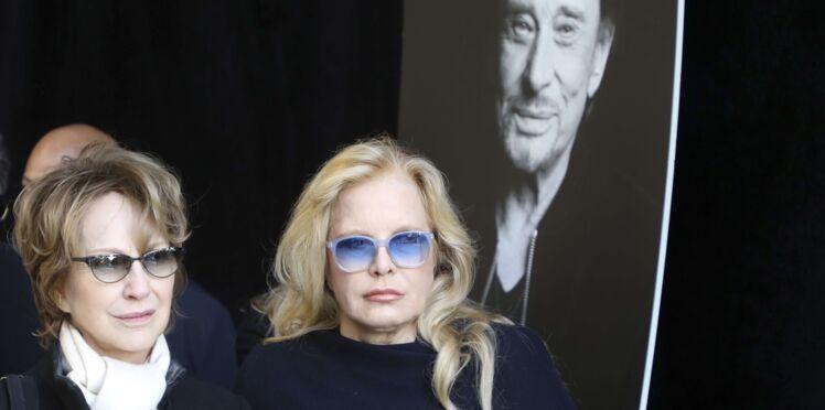 Hommage à Johnny Hallyday: l'étreinte touchante entre Nathalie Baye et Sylvie Vartan