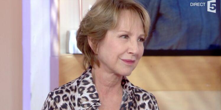 Nathalie Baye explique que Laura Smet a préféré rester au chevet de Johnny et annuler C à vous