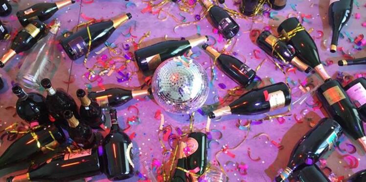 Cotillons, bouteilles de champagne: vestiges d'une soirée? Vous n'y êtes pas du tout