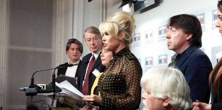 Pamela Anderson au Parlement pour dénoncer le gavage des oies