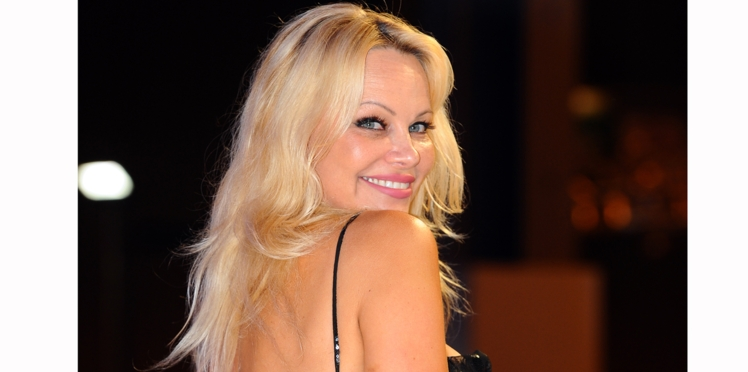 Photo - Pamela Anderson se lève contre la corrida