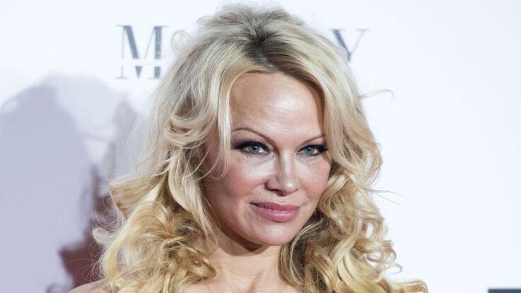 """Pamela Anderson """"discrète"""", loin de son compagnon Adil Rami"""