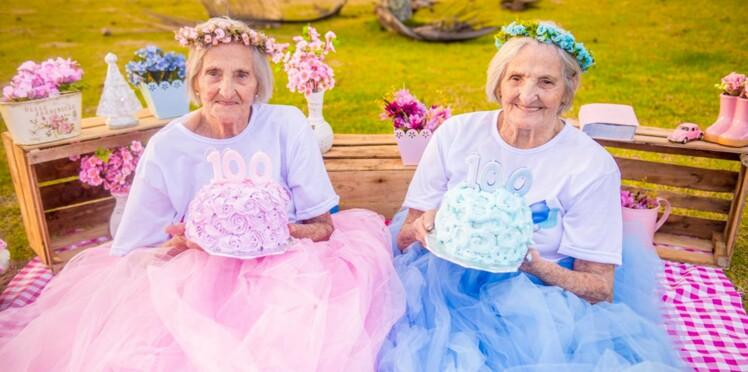 Photos - Ces jumelles fêtent leurs 100 ans avec une magnifique séance photo