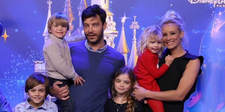 Photo - Elodie Gossuin profite de la plage avec son mari et ses enfants