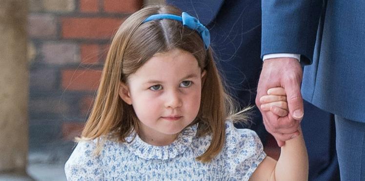 Photos – Baptême du prince Louis : Charlotte, très à l'aise, vole presque la vedette à son petit frère (et recadre les photographes)
