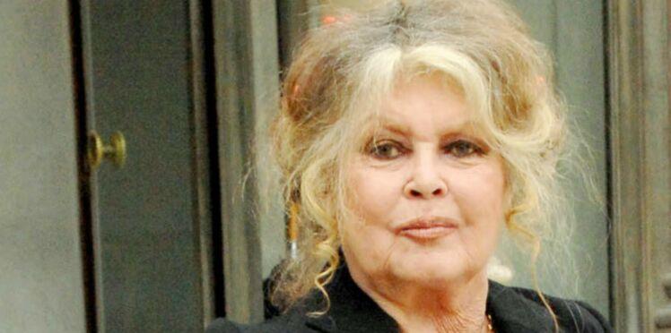 Photos – Brigitte Bardot très amaigrie aux obsèques d'une amie