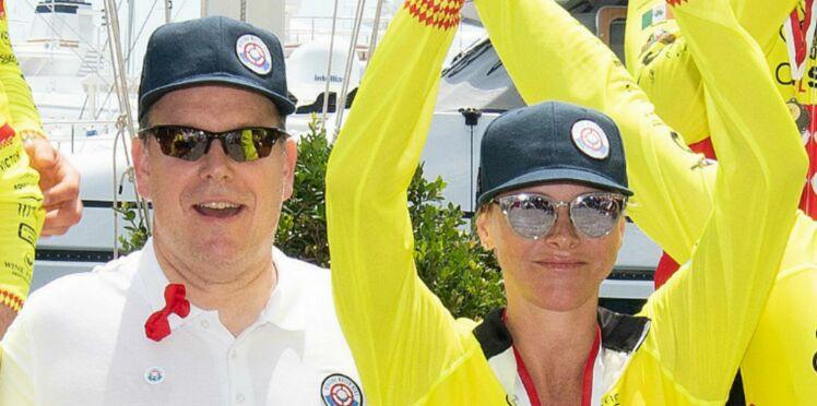 """Photos – Charlène et Albert de Monaco encouragés par leurs enfants lors d'une compétition de """"water bike"""""""