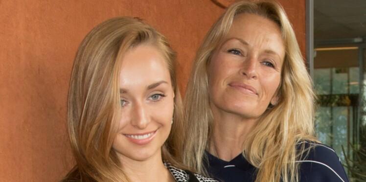 Photos - Emma Smet et Estelle Lefébure : un duo mère-fille très complice à Roland-Garros