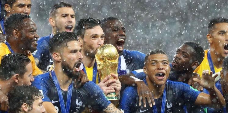 Photos - Emmanuel Macron, fou de joie devant la finale France-Croatie : le cliché qui fait le tour du monde