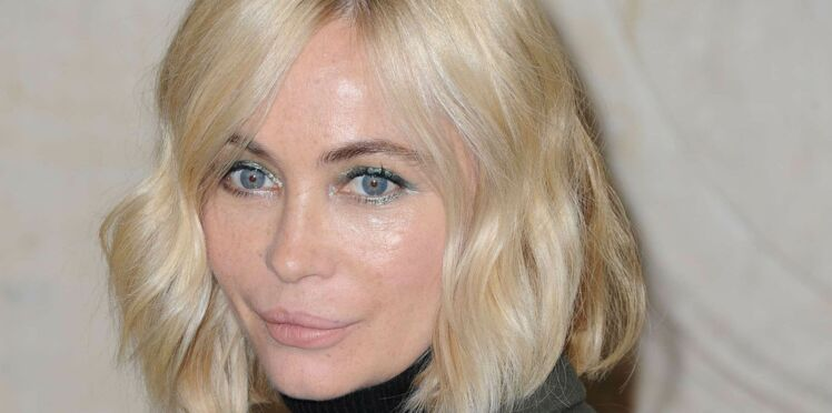 Photos - Emmanuelle Béart pose topless sur Instagram