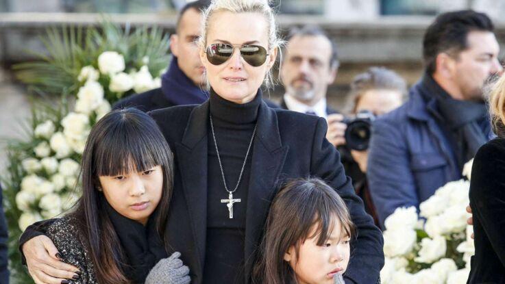 Photos - L'émotion de Laeticia, Jade et Joy qui accompagnent la dépouille de Johnny à Saint-Barth
