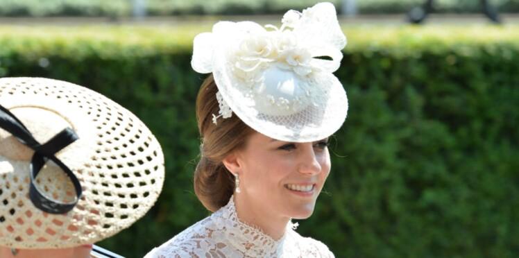 Photos - Kate Middleton fait sensation dans une robe en dentelle transparente