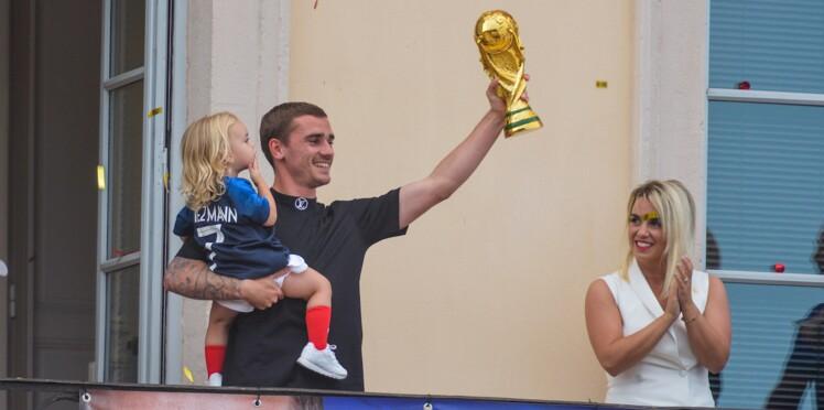 Photos - Les Bleus célèbrent leur victoire avec leurs femmes