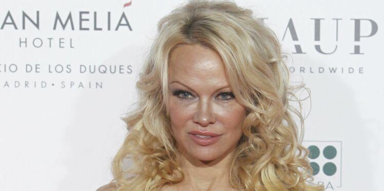 Photos – Pamela Anderson, la compagne d'Adil Rami : entièrement nue sur Instagram