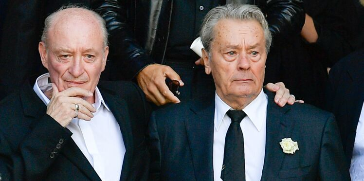 Photos - Pascal Desprez et Alain Delon, unis pour un dernier au revoir à Mireille Darc