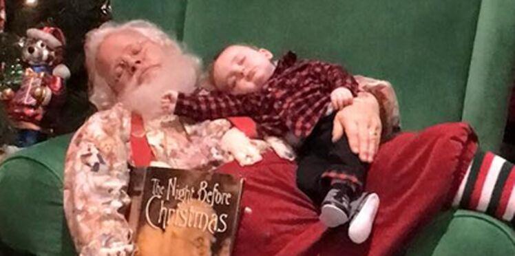 Photos : les adorables clichés d'un bébé endormi dans les bras du Père Noël