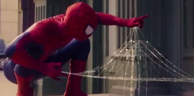 Pub Evian : bébé Spider-man dans nos bouteilles d'eau